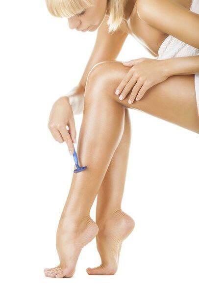 девушки бреющие ноги фото