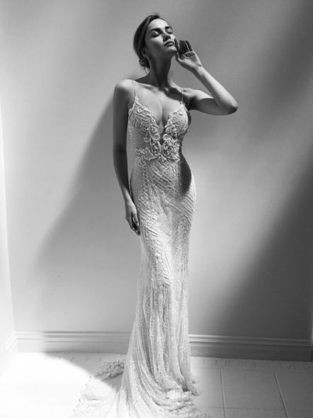 Beyonce 、Lady Gaga等知名明星都對他的設計愛不釋手,Alon Livne White是他的婚紗設計系列