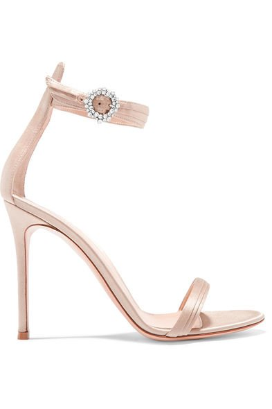Gianvito Rossi綴閃石釦高跟涼鞋($7,350, available at net-a-porter.com)