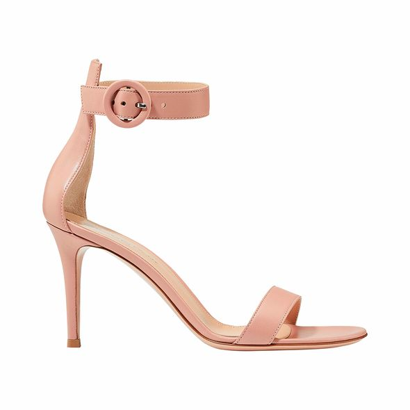 Gianvito Rossi搭帶高跟涼鞋 (available at marthalouisa.com)