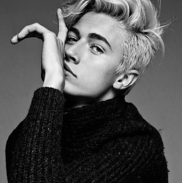 Lucky Blue Smith 工作照