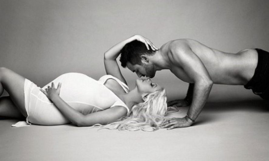 Christina Aguilera Poses Naked For Magazine To Show Off Her Pregnancy Moment With Matt Rutler
