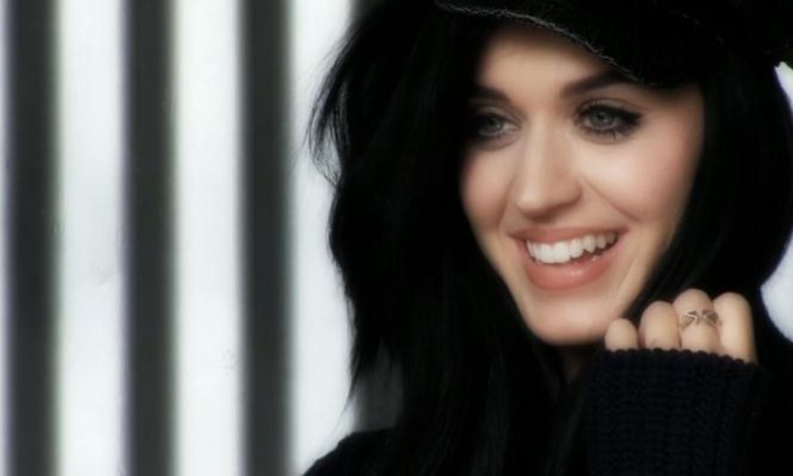 Katy Perry 否認與 Robert Pattinson 約會