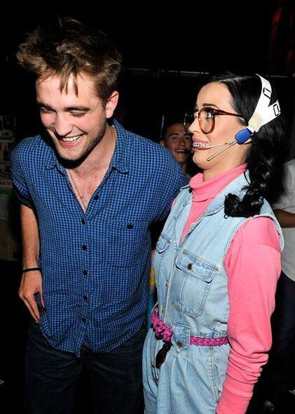 Katy Perry 較早前Robert Pattinson 出席頒獎禮活動