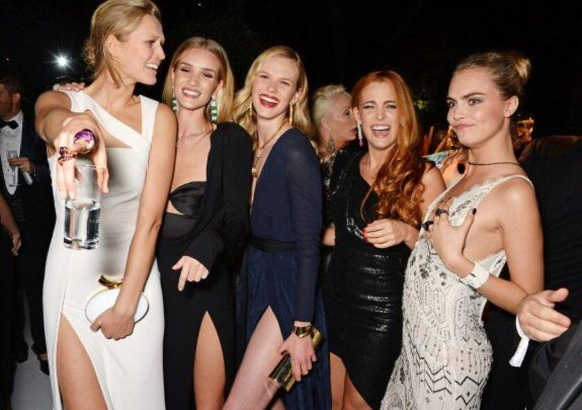 Toni Garrn 與超模Cara Delevingne 、Rosie Huntington Whiteley 等於「de Grisogono 'Fatale In Cannes' Party」上的合照