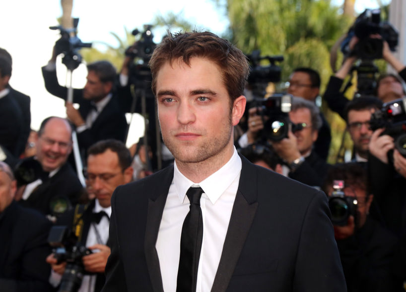 型男現身!Robert Pattinson「斯文 look」踏康城紅地毯