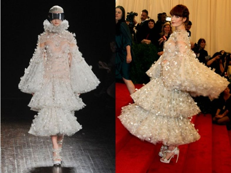 2012 Met Gala:潮女 Florence Welch 穿 McQueen 新裝現身