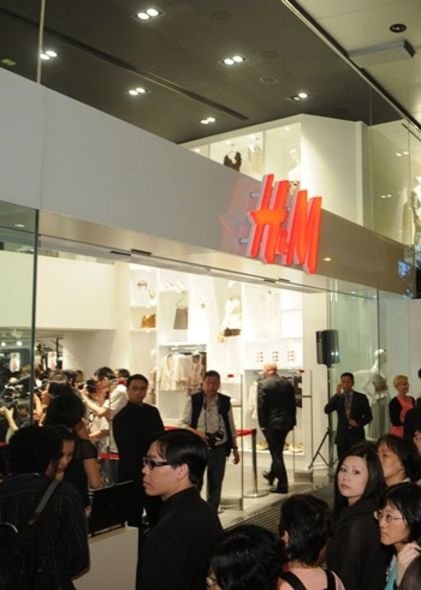 H and M new shop opening