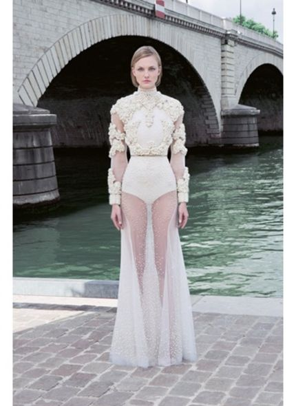 Haute Couture 時裝周:Givenchy 淨白美