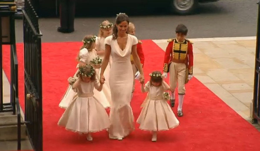 姐妹同心 ! 伴娘 Pippa Middleton 也穿 McQueen