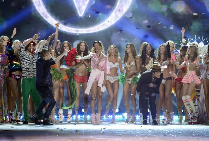 Victoria's Secret, Victoria's Secret Fashion Show, Candice Swanepoel, Behati Prinsloo, Paris, Taylor Swift,  Gigi Hadid,  Kendall Jenner