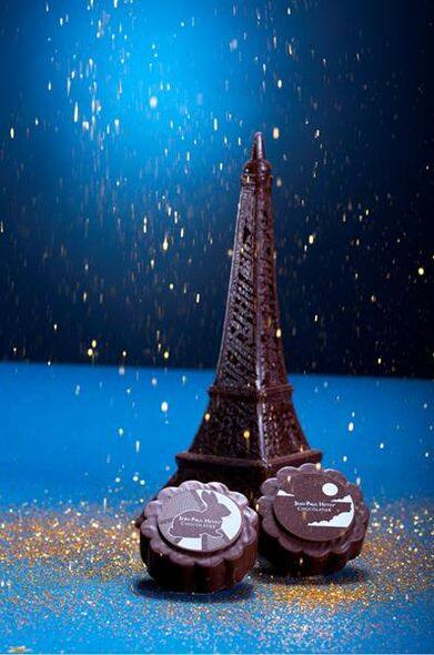 0 JPH   Eiffel Tower And Pleine Lune Moon Cake